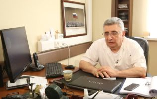 Давид Назаретович Назарян организовал съемку фильма об истории челюстно-лицевой и пластической хирургии в России