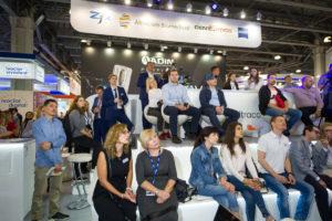 NKclinic впервые участвовала на Dental Expo с сессиями Живой Хирургии